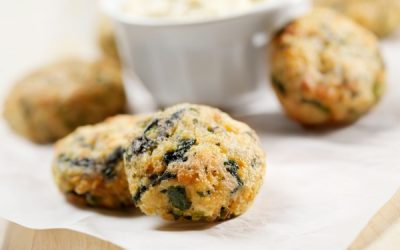 Mini Salmon Cakes with Spinach and Spicy Mayo